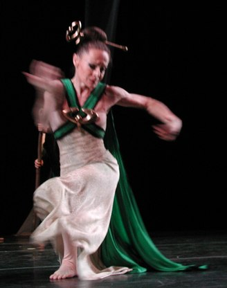 martha graham night journey essay With martha graham, yuriko,  night journey is a modern choreography based on the legend of oedipus (3) appalachian spring is an american folk tale,.