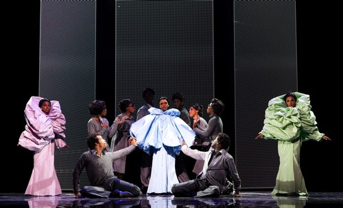 Adrienne Warren (Lorrell), Syesha Mercado (Deena), Margaret Hoffman (Michelle) and the company of DREAMGIRLS.