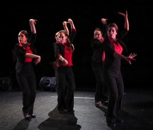 'Cinco Por Cinco' (quintet): L-R: Rebeca Tomás, Leslie Roybal (in back), Marina Elana, Laura Castellano (in back), Sol 'la Argentinita.'
