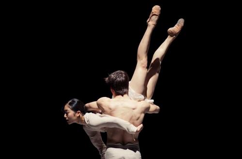 'Schubert' by Leon/Lightfoot. NDT2. dancers Yukino Takaura & Olivier Coeffard.
