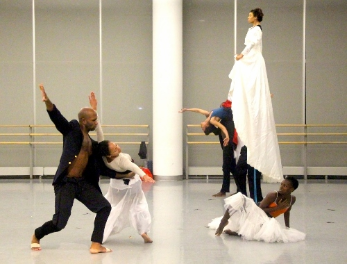 The Company rehearses Jacqulyn Buglisi's Suspended Women.
