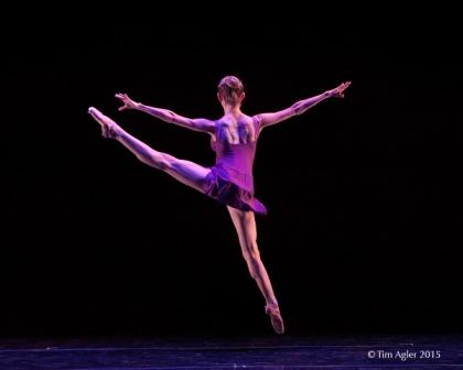 'Beyond the Edge', Monat Dance