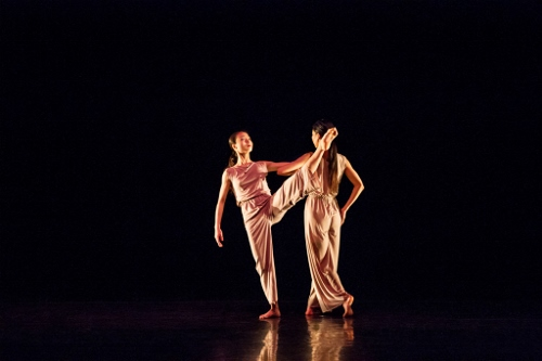 Xiaochuan Xie and Ying Xin in Kyle Abraham's 'Lamentation Variation'