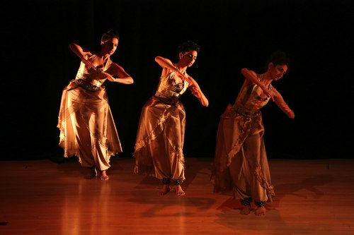 Veiled Moon production by Preeti Vasudevan and Thresh Dance Company<br>Court Dance - Nilaya Sabnis, Deesha Narichania and Aditi Dhruv