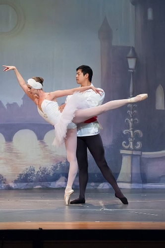Janet Strukely-Dziak as Odette and Jason Wang as Prince Siegfried in Olmsted Performing Arts' 'Swan Lake.'