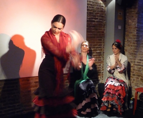 The dancers perform at La Excéntrica