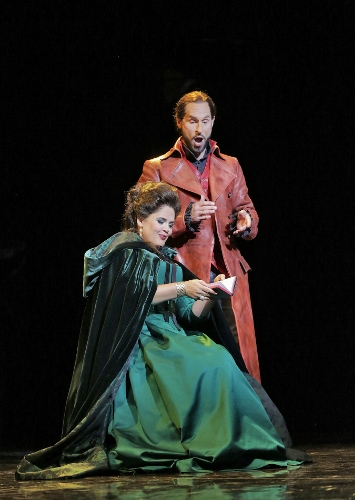 Keri Alkema (Donna Elivra) and Kyle Kettelson (Leporello) in 'Don Giovanni.'