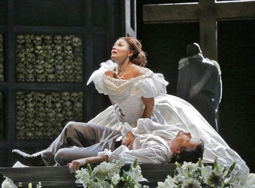 Ailyn Pérez (Juliette) and Stephen Costello (Roméo) in 'Roméo et Juliette.'