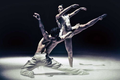 NDT dancers in 'Stop-Motion' by Lightfoot/Leon.