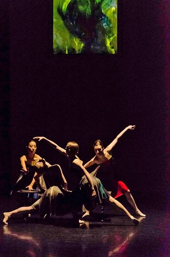 Grand Rapids Ballet dancers in Penny Saunders' 'In Frame.'