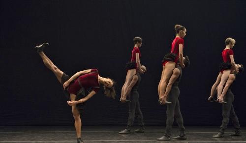 """Grupo Corpo in Rodrigo Pederneiras' """"Dança Sinfônica."""""""