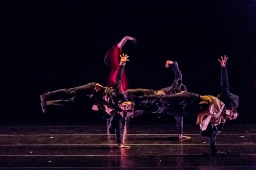 "BODYTRAFFIC in Hofesh Shechter's ""Dust""."
