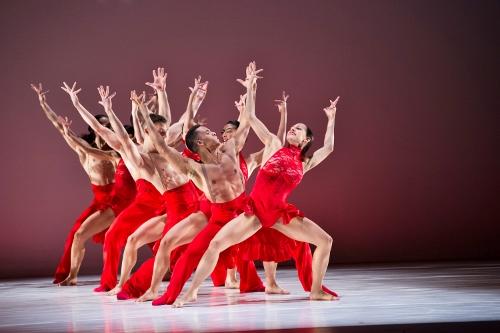 Ballet Hispanico in Annabelle Lopez Ochoa's 'Línea Recta'.