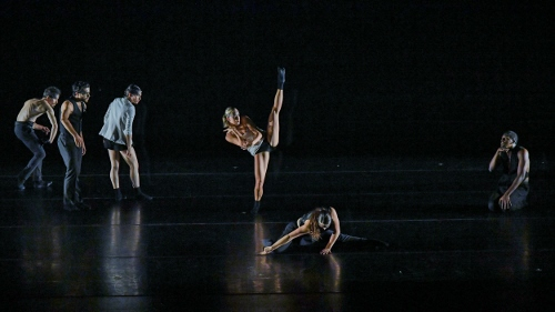BODYTRAFFIC performing at the Wallis Annenberg Center for the Performing Arts May 31, 2018. Beyond the Edge of the Frame. Choreography: Sidra Bell. (l-r) Guzmán Rosado, Joseph Davis, Tina Finkelman Berkett, Natalie Leibert, Haley Heckethorn, Jamal White.