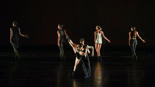 BODYTRAFFIC performing at the Wallis Annenberg Center for the Performing Arts May 31, 2018. Beyond the Edge of the Frame. Choreography: Sidra Bell. (l-r) Jamal White, Joseph Davis, Tina Finkelman Berkett, Guzmán Rosado, Natalie Leibert, Haley Heckethorn.