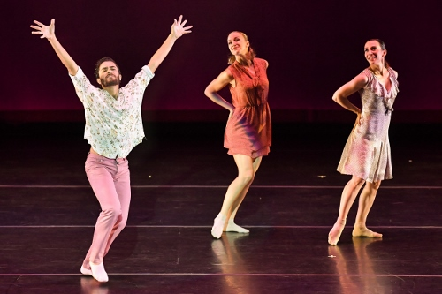 BODYTRAFFIC performing at the Wallis Annenberg Center for the Performing Arts May 31, 2018. o2Joy. Choreography: Richard Siegal. Joseph Davis, Natalie Leibert, Tina Finkelman Berkett.