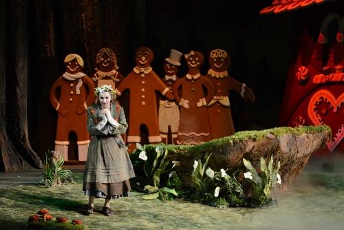Bridget Ravenscraft as Gretel.