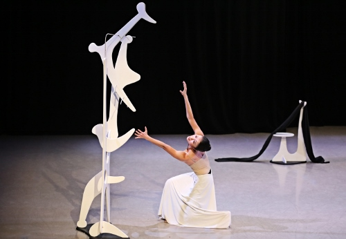 Photo of PeiJu Chien-Pott in Martha Graham's 'Herodiade'.