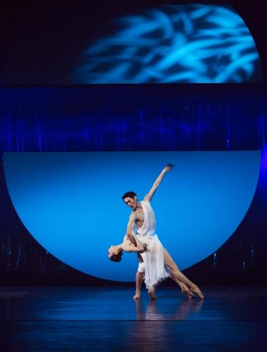 """The Guangzhou Ballet in Jiang Qi's """"Carmina Burana""""."""