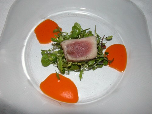 Tuna on greens. Delectable.