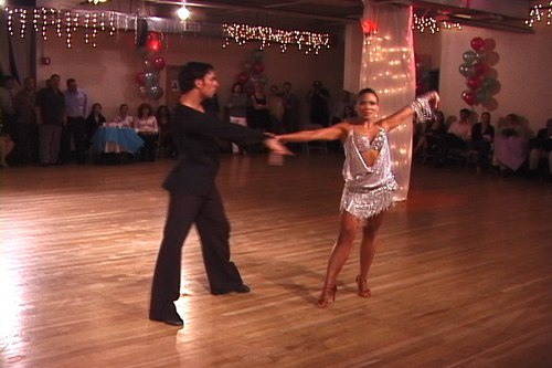 Christian Bärens and Anya perform a Tango Nuevo