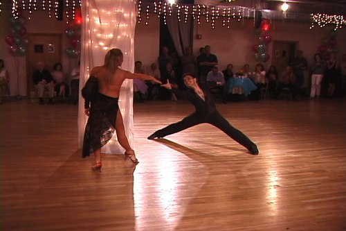 Jose DeCamps and Joanna Zacharewicz perform at Bolero