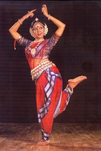 The late Protima Bedi, founder of Nrityagram, in a variation on the 'akunchana' pose.