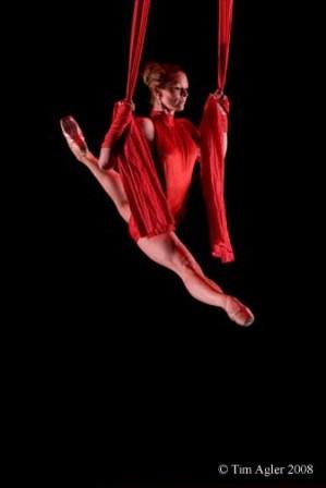 Melissa Sandvig performs Le Coeur Illumine