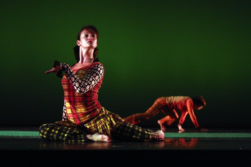 Keigwin + Company Dancers: Ashely Browne and Nicole Wolcott in Elements