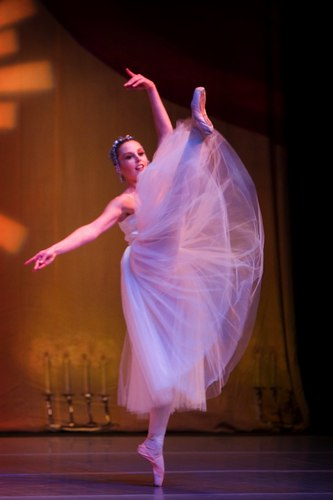 Kirsten Heinrich performs as a guest artist in The Nutcracker for Encinitas Ballet Academy