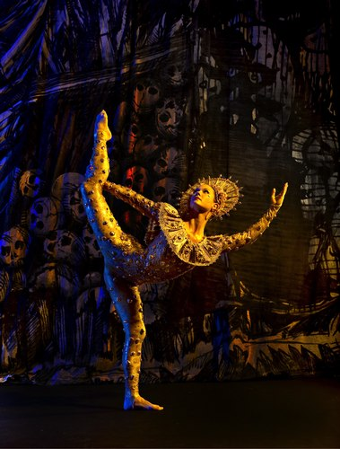 Laura Halzack in the Paul Taylor Dance Company's 'De Sueños'
