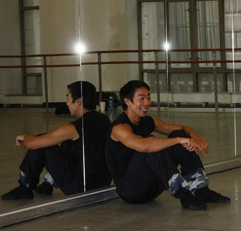 Guest choreographer Edwaard Liang during rehearsal of his new work with BalletX.
