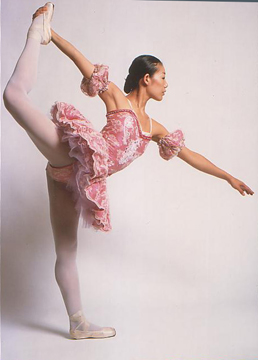 Maki Fujita, an earlier Finis Jhung demonstrator and Stuttgart Ballet dancer.