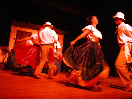 Folk dance at the Pueblo Antiguo show