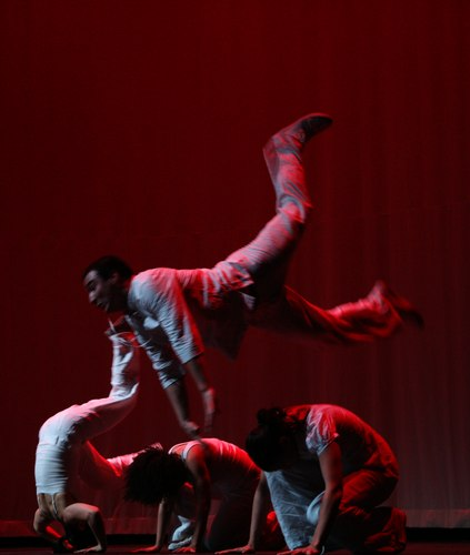 Cesar Garfiaz performing 'Migra' at the Contra-Tiempo 2010 Gala